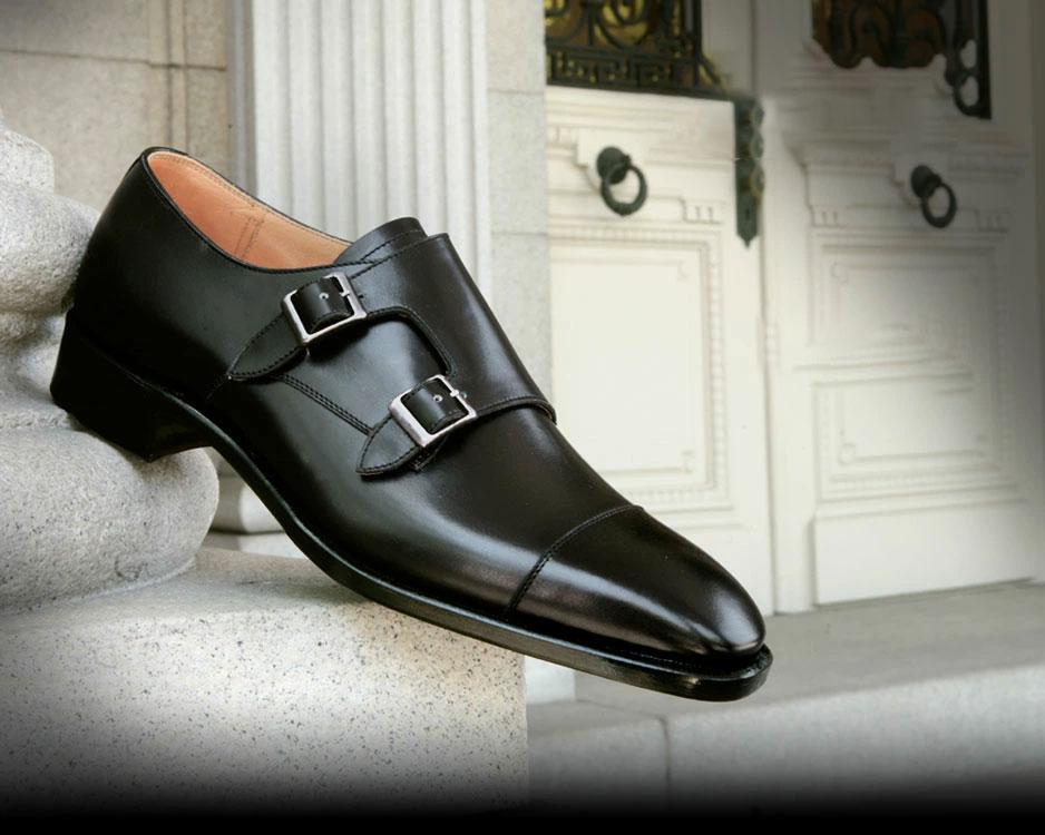 大塚製靴のモンクストラップです。普段何気なく結んでいる靴ひもがベルト&バックルに置き換わるだけでも、ガラっと印象が違いますよね。