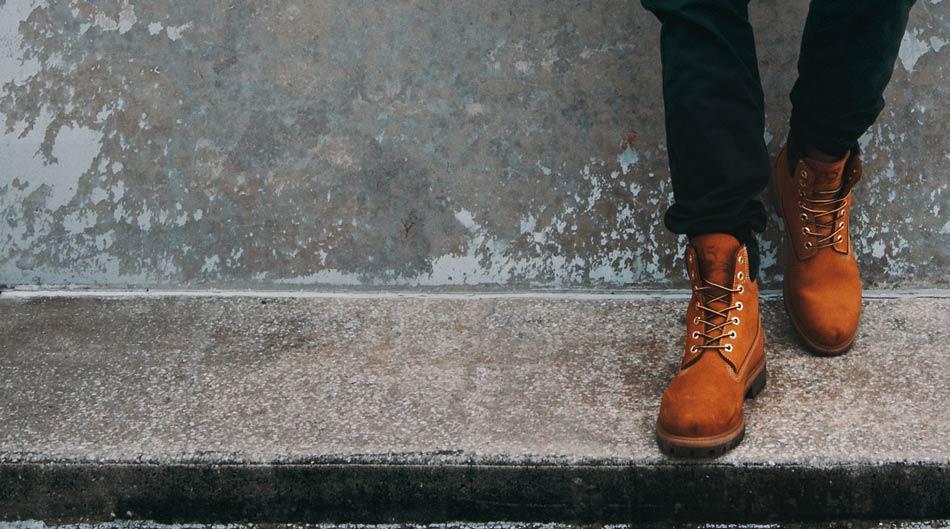 大人カジュアルの定番品であるブーツ(厳密にはショートブーツ)についておすすめ人気ブランドを紹介していきます。ブーツのTPOにも少し触れていきますよ。
